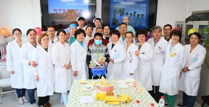 新疆首例儿童骨髓联合外周异基因造血干细胞移植术后患者一周岁啦