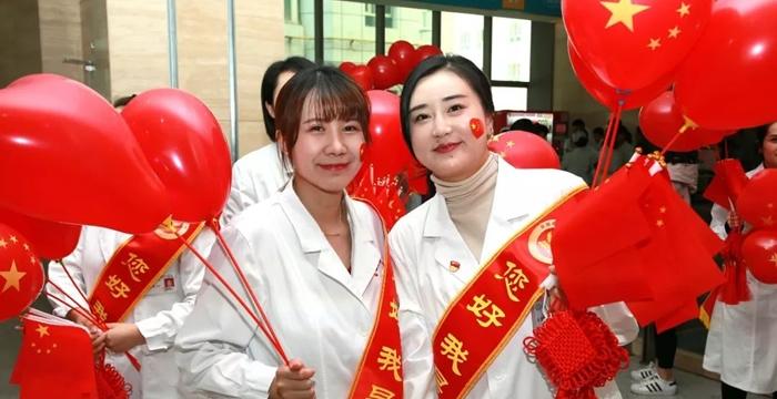自治区人民医院深情唱响《我爱你中国》,现场燃爆!